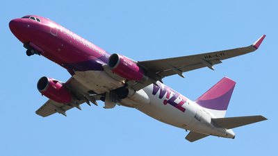 A picture of HALYI - Airbus A320232 - Wizz Air - © Ferenc Kolos