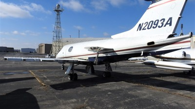 N2093A - Gates Learjet 24B - Private