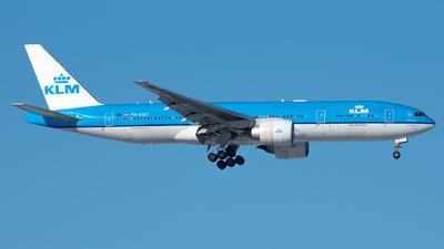 A picture of PHBQC - Boeing 777206(ER) - KLM - © Ricardo de Vries