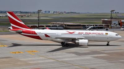 A picture of 3BNBM - Airbus A330202 - Air Mauritius - © 42 dono