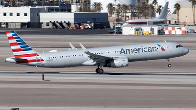 A picture of N986AN - Airbus A321231 - American Airlines - © Yixin Chen