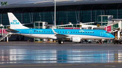 A picture of PHEXE - Embraer E190STD - KLM - © Carlos Miguel Seabra
