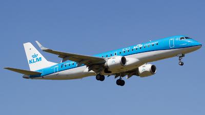 A picture of PHEZP - Embraer E190STD - KLM - © RobertLN