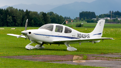 A picture of N242PS - Cirrus SR20 - [1306] - © Julian Azeroth