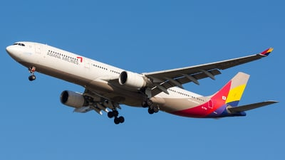HL7794 - Airbus A330-323 - Asiana Airlines