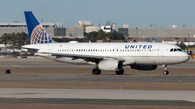 A picture of N403UA - Airbus A320232 - United Airlines - © Yixin Chen