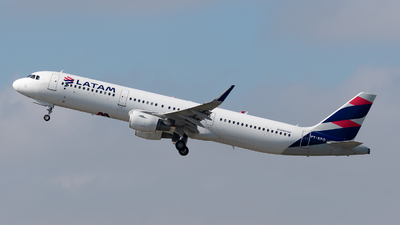 PT-XPO - Airbus A321-211 - LATAM Airlines