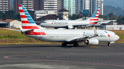 A picture of N923AN - Boeing 737823 - American Airlines - © OSCAR GUILLEN