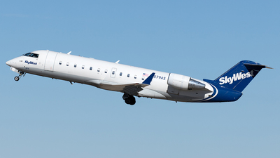 A picture of N879AS - Mitsubishi CRJ200LR - SkyWest Airlines - © Yixin Chen