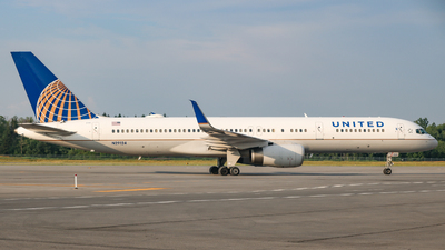 N29124 - Boeing 757-224 - United Airlines