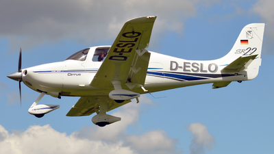 D-ESLO - Cirrus SR22 - Private