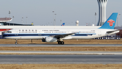 A picture of B2284 - Airbus A321231 - China Southern Airlines - © Dream_flight