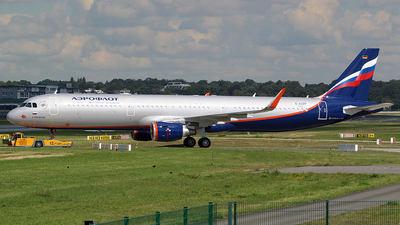 D-AVZP - Airbus A321-211 - Aeroflot