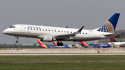 A picture of N164SY - Embraer E175LR - United Airlines - © Saul Hannibal