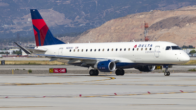 A picture of N281SY - Embraer E175LR - Delta Air Lines - © David Lee
