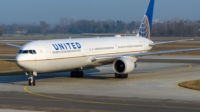 N77066 - Boeing 767-424(ER) - United Airlines