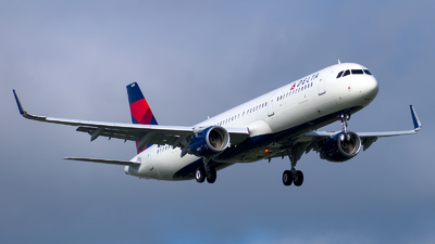 A picture of N120DN - Airbus A321211 - Delta Air Lines - © Davis Dore