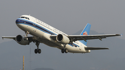 A picture of B6293 - Airbus A320214 - China Southern Airlines - © zjs