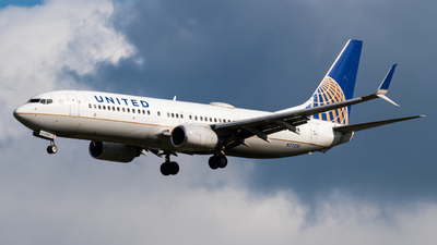 A picture of N77258 - Boeing 737824 - United Airlines - © Alex Crail