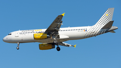 EC-LUN - Airbus A320-232 - Vueling