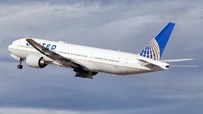 A picture of N215UA - Boeing 777222 - United Airlines - © HA-KLS