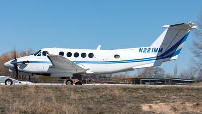 N221MM - Beechcraft B300 King Air - Private