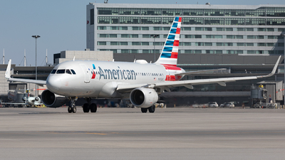 A picture of N9026C - Airbus A319115 - American Airlines - © Hongyu Wang