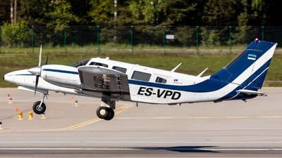 ES-VPD - Piper PA-34-220 Seneca III - Private