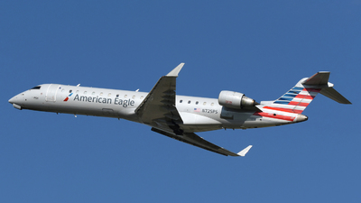 A picture of N725PS - Mitsubishi CRJ701ER - American Airlines - © DJ Reed - OPShots Photo Team