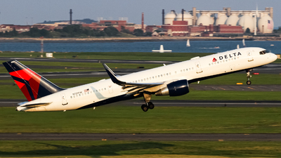 A picture of N721TW - Boeing 757231 - Delta Air Lines - © subing27