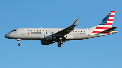 A picture of N214NN - Embraer E175LR - American Airlines - © Angel Natal