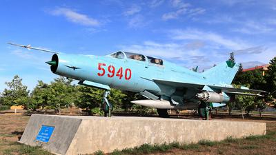 5940 - Mikoyan-Gurevich MiG-21UM Mongol B - Vietnam - Air Force
