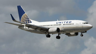 N16646 - Boeing 737-524 - United Airlines