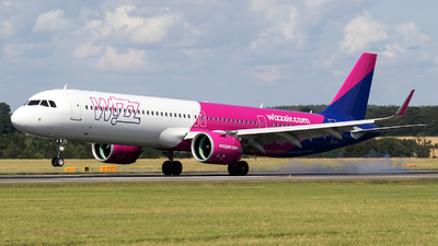 A picture of GWUKP - Airbus A321271NX - Wizz Air - © Charles Cunliffe
