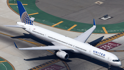 N57862 - Boeing 757-33N - United Airlines