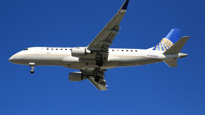 A picture of N150SY - Embraer E175LR - United Airlines - © Jonathan Kang