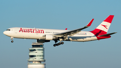 A picture of OELAW - Boeing 7673Z9(ER) - Austrian Airlines - © Michael Musil