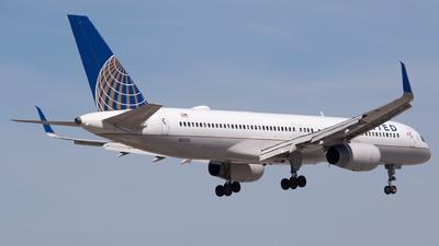 N12116 - Boeing 757-224 - United Airlines