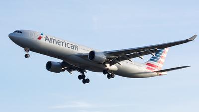 N272AY - Airbus A330-323 - American Airlines