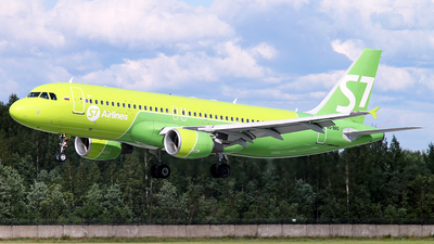 A picture of VQBRG - Airbus A320214 - S7 Airlines - © Malyshev Andrei