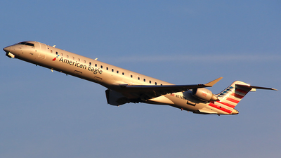A picture of N576NN - Mitsubishi CRJ900LR - American Airlines - © Hongming Zheng