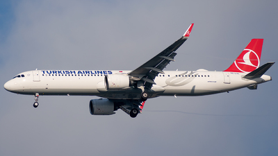 A picture of TCLSL - Airbus A321271NX - Turkish Airlines - © t_berat_k