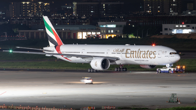 A6-ENJ - Boeing 777-31HER - Emirates