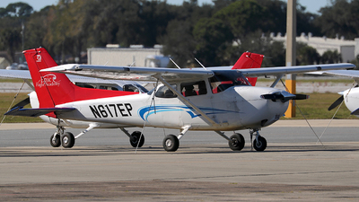 A picture of N617EP - Cessna 172S Skyhawk SP - [172S12042] - © Eric Page Lu
