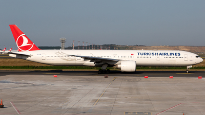 A picture of TCLJF - Boeing 7773F2(ER) - Turkish Airlines - © Arman Haliloglu