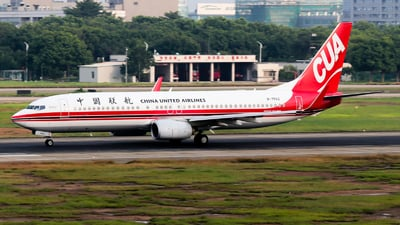 B-7562 - Boeing 737-89P - China United Airlines