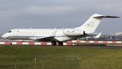 VH-LAW - Bombardier BD-700-1A10 Global Express XRS - Private