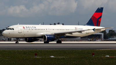 A picture of N325US - Airbus A320211 - Delta Air Lines - © Sotos