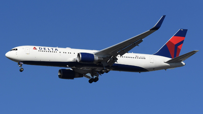 A picture of N174DZ - Boeing 767332(ER) - Delta Air Lines - © DJ Reed - OPShots Photo Team