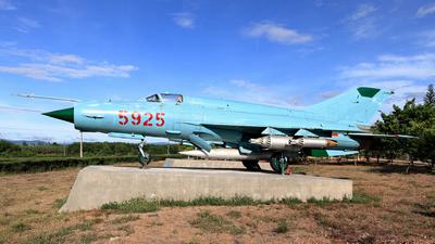 5925 - Mikoyan-Gurevich Mig-21MF Fishbed - Vietnam - Air Force